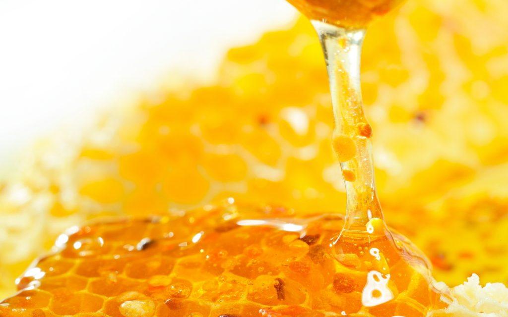 Здравословни и разкрасителни ползи на пчелния мед