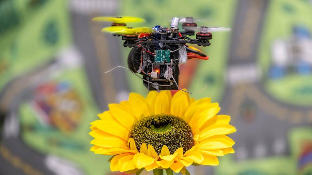Създадоха роботизиран кошер за пчели